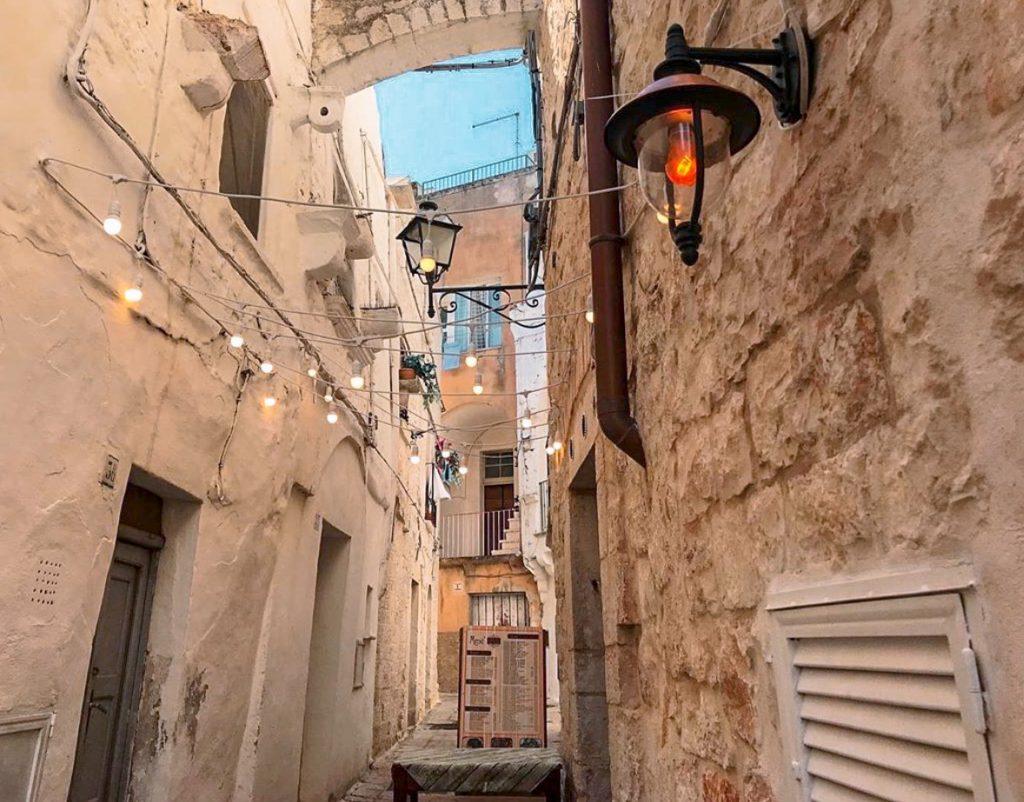 dettagli del centro storico di Cisternino